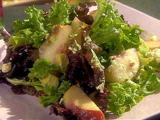 EE1016_Mixed-Green-Salad-with-Diced-Avocado-Peaches-Bacon-Feta-cheese-and-Champagne-Vinaigrette_lg